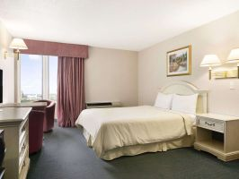 Hotel Travelodge Hotel By Wyndham Niagara Falls By The Falls image