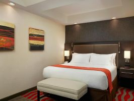 Hotel Holiday Inn Express & Suites Naples Downtown - 5th Avenue image