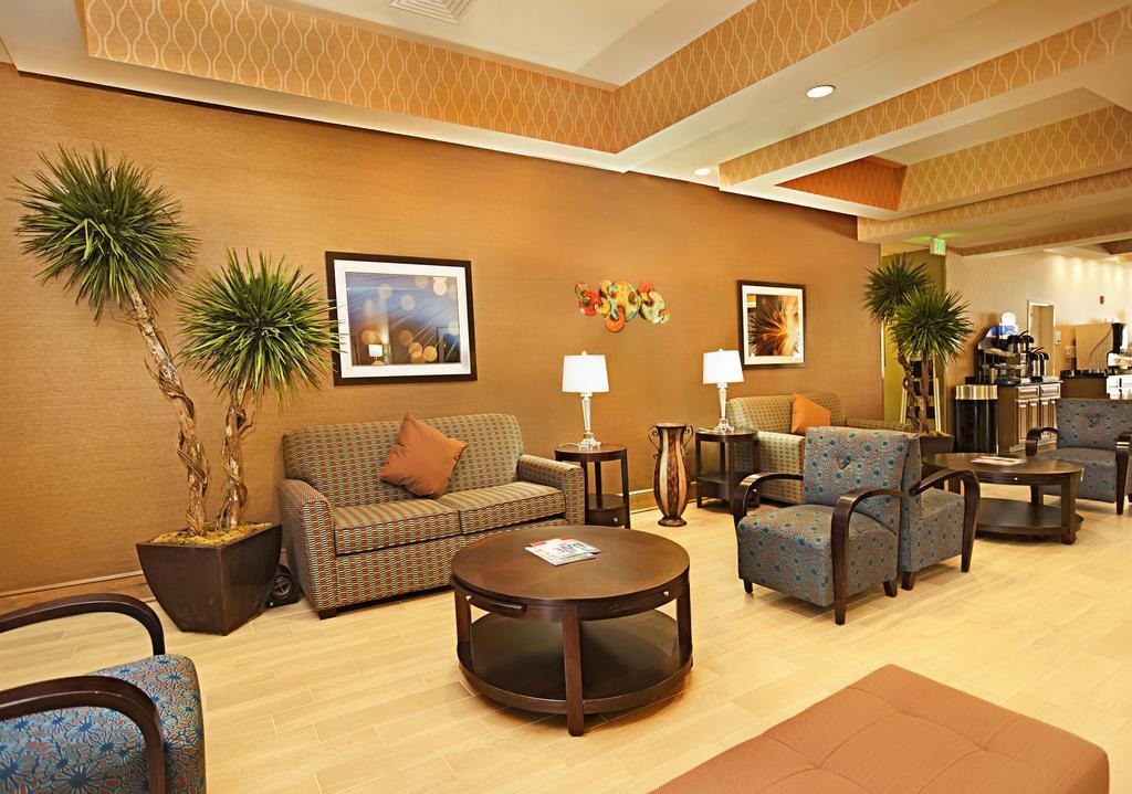 https://www.hotelsbyday.com/_data/default-hotel_image/1/7446/46541459.jpg