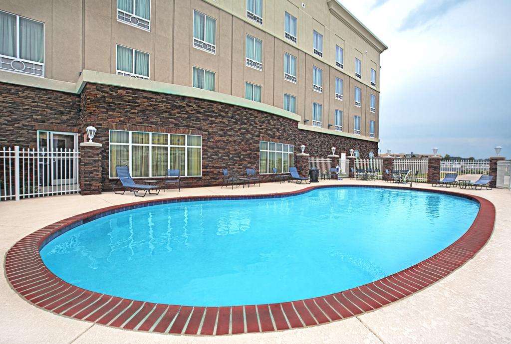 https://www.hotelsbyday.com/_data/default-hotel_image/1/7448/46541467.jpg