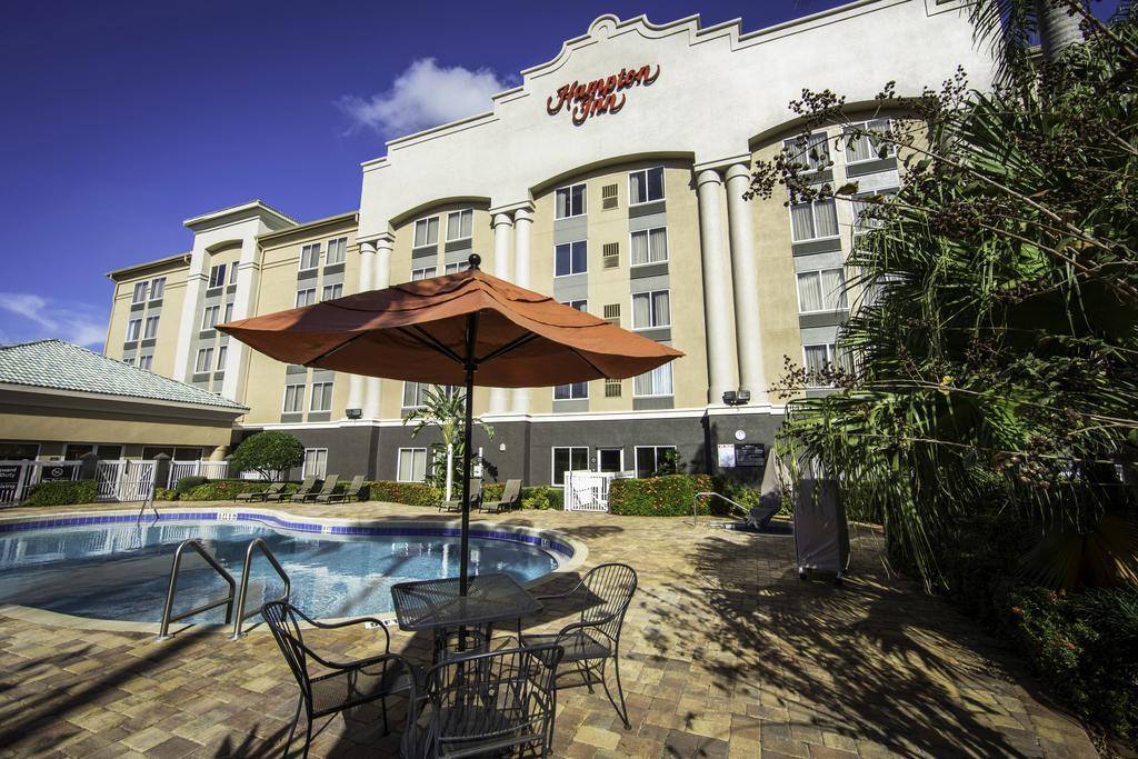 https://www.hotelsbyday.com/_data/default-hotel_image/1/7467/77383182.jpg