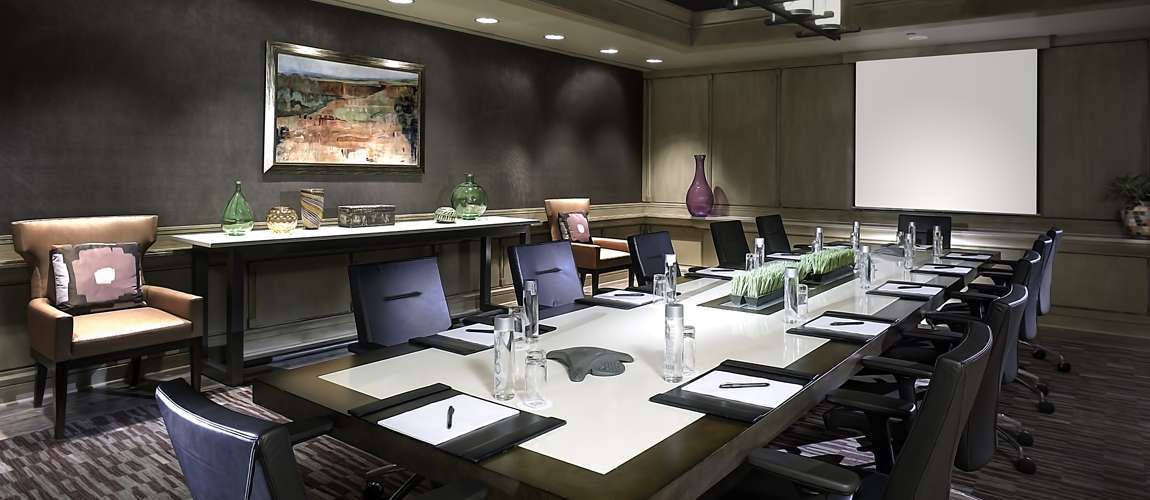 https://www.hotelsbyday.com/_data/default-hotel_image/1/7491/lansdowne-meeting-executive-boardroom-crpd1150x500.jpg
