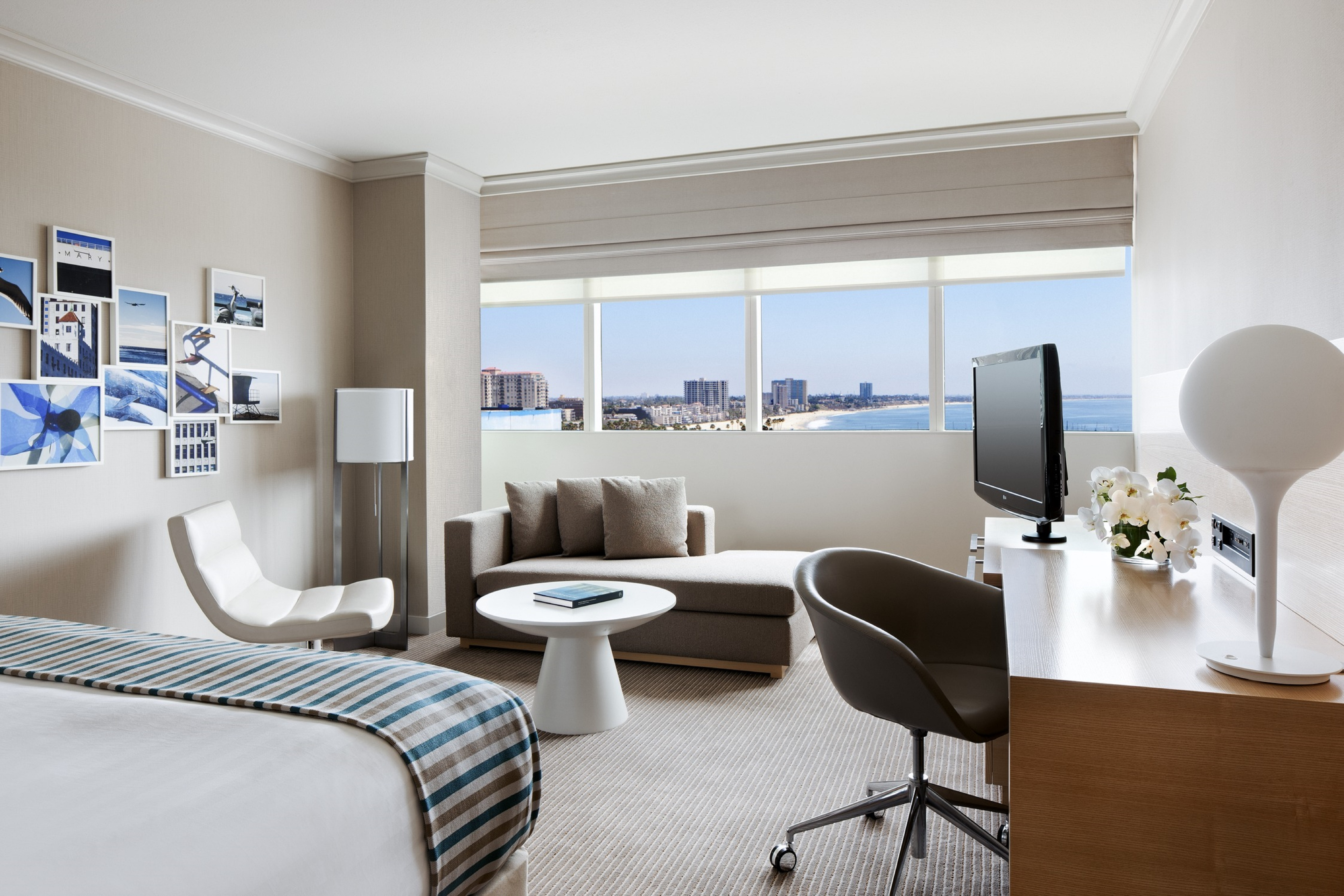 https://www.hotelsbyday.com/_data/default-hotel_image/1/7499/dlxk-king-room.jpg