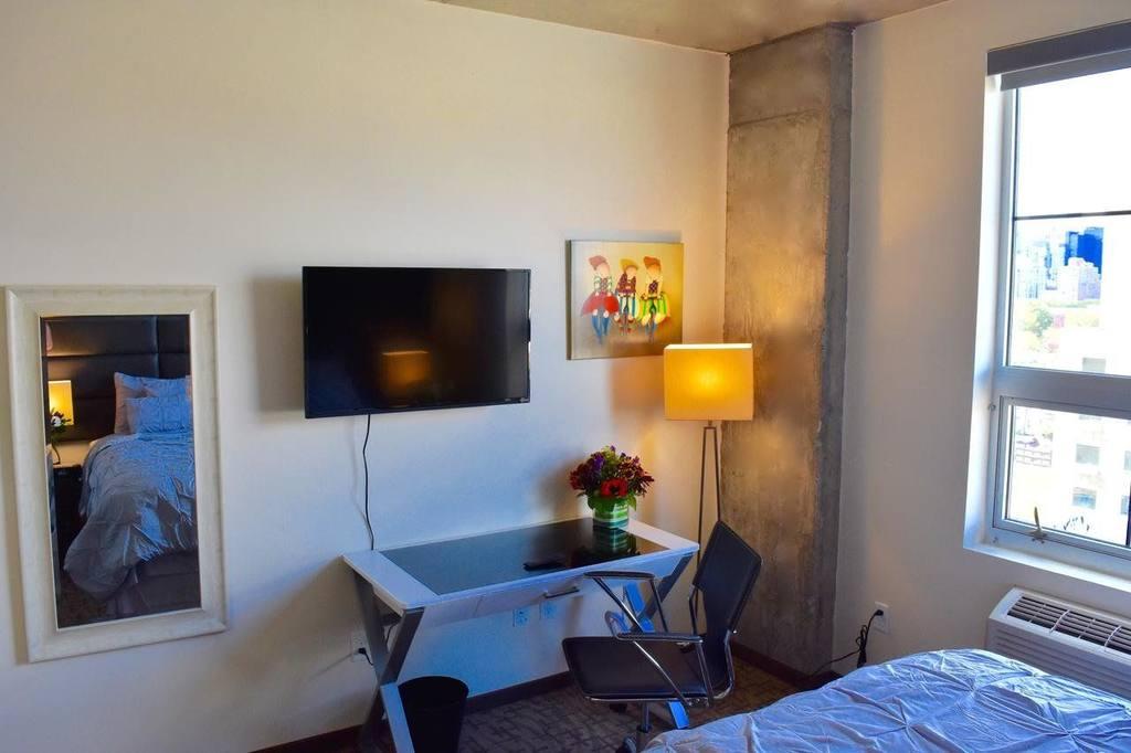 https://www.hotelsbyday.com/_data/default-hotel_image/1/7620/112818503-jpg-1024x0.jpg