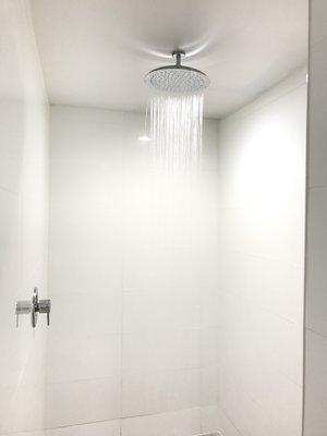 https://www.hotelsbyday.com/_data/default-hotel_image/1/7625/rain.jpg