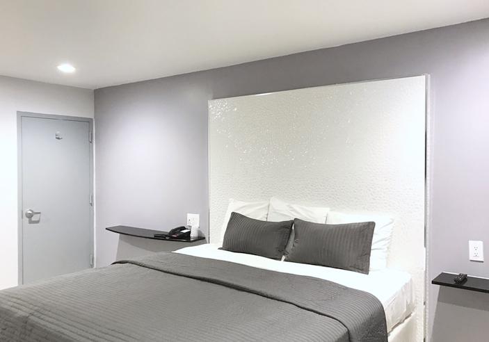 https://www.hotelsbyday.com/_data/default-hotel_image/1/7627/bed.jpg