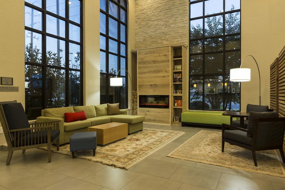 https://www.hotelsbyday.com/_data/default-hotel_image/1/7640/living-room.jpg