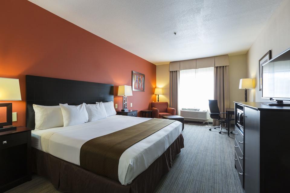 https://www.hotelsbyday.com/_data/default-hotel_image/1/7642/king-standard-1.jpg