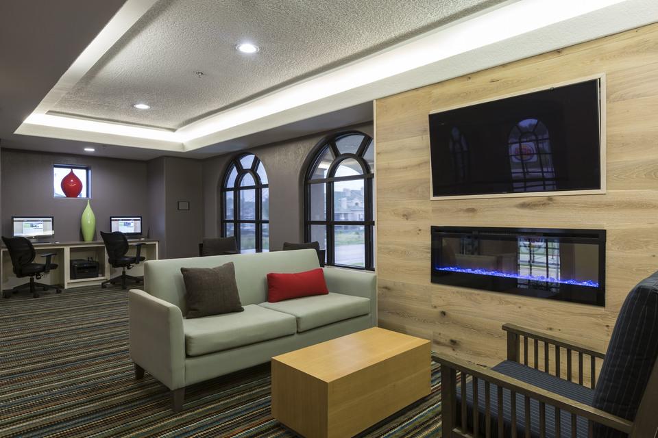 https://www.hotelsbyday.com/_data/default-hotel_image/1/7644/den-business-center-1.jpg