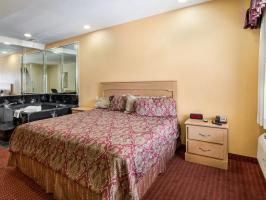 Hotel Rodeway Inn & Suites image