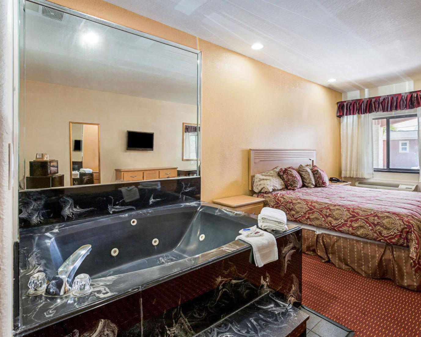 https://www.hotelsbyday.com/_data/default-hotel_image/1/7705/capture-d-e-cran-2017-10-06-a-11-27-01.png