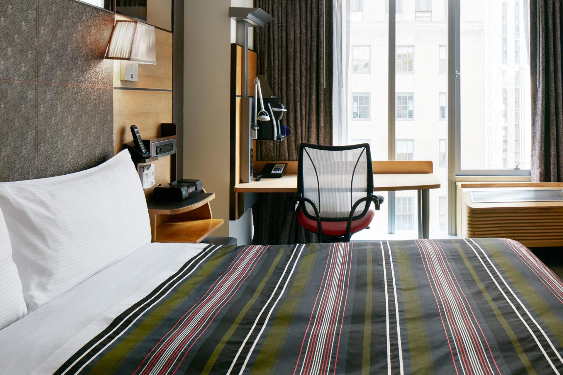 https://www.hotelsbyday.com/_data/default-hotel_image/1/7708/1401-club-room-cq-jewel-2723-2-1920x1280.jpg