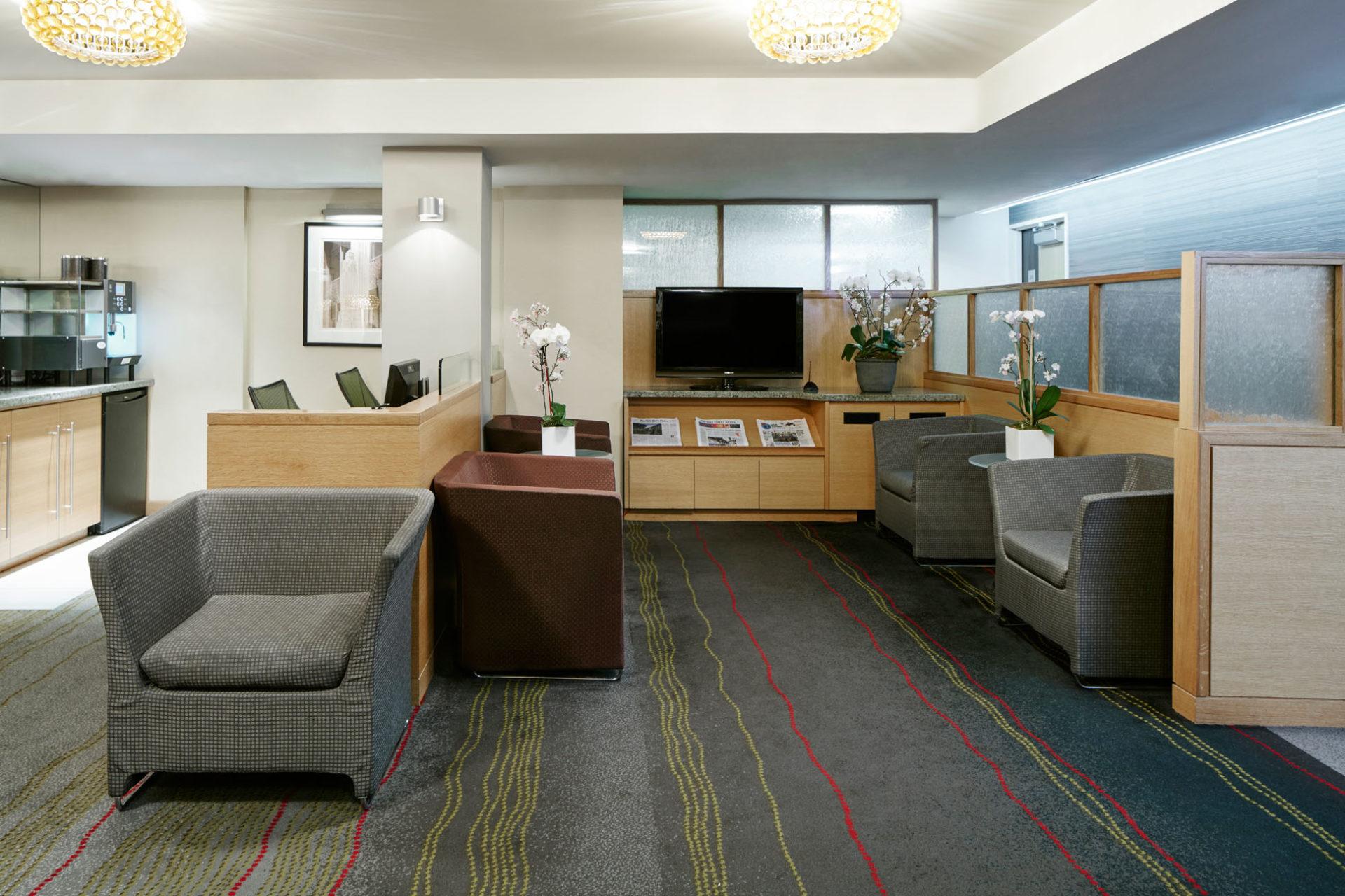 https://www.hotelsbyday.com/_data/default-hotel_image/1/7710/lounge-cq-jewel-3377-1920x1280.jpg
