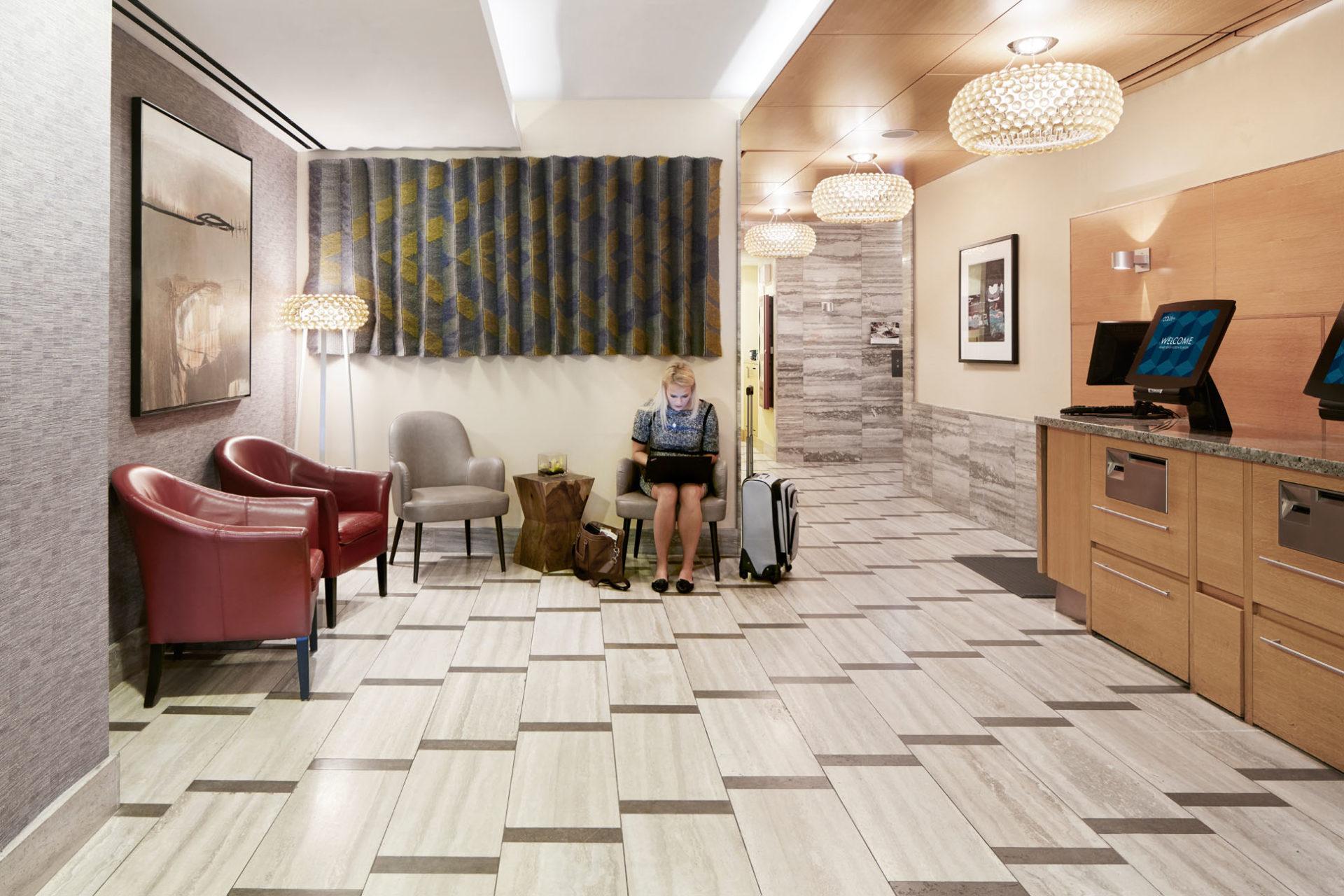 https://www.hotelsbyday.com/_data/default-hotel_image/1/7711/lobby-cq-jewel-3751-1920x1280.jpg