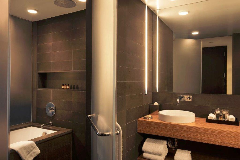 https://www.hotelsbyday.com/_data/default-hotel_image/1/7757/sixty-les-5.jpg