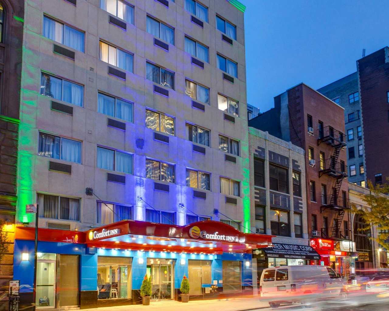 https://www.hotelsbyday.com/_data/default-hotel_image/1/7803/exterior1.jpg