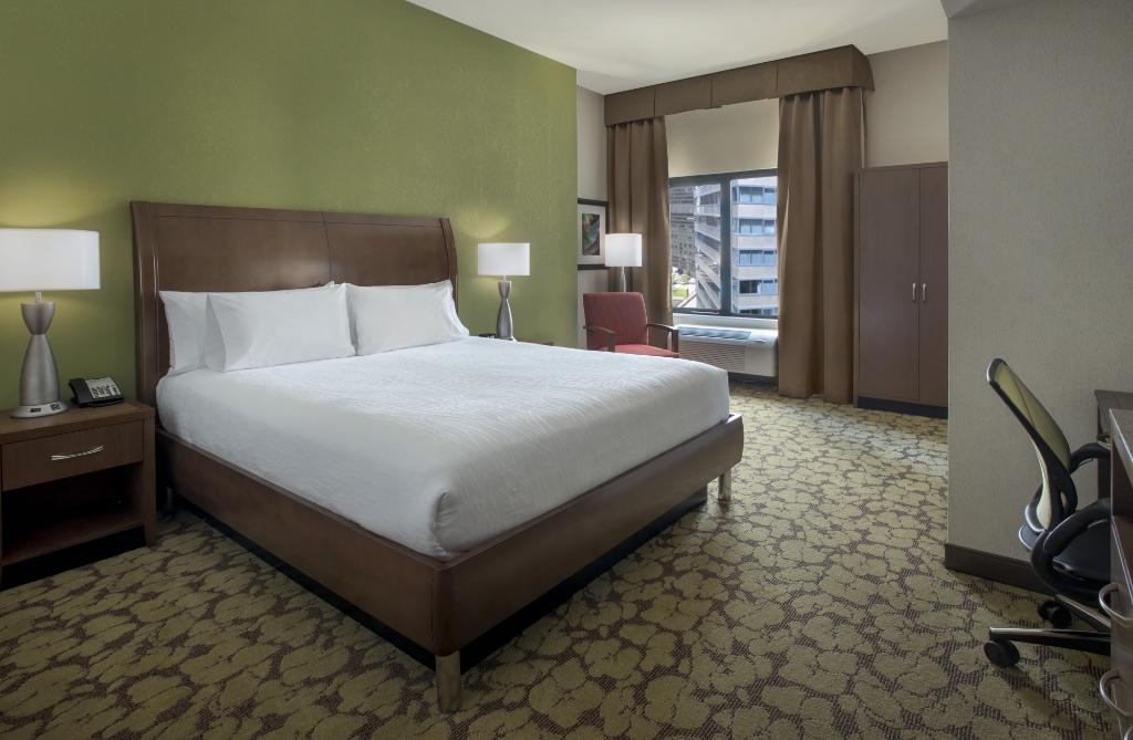 https://www.hotelsbyday.com/_data/default-hotel_image/1/7908/north-loop-3.jpg