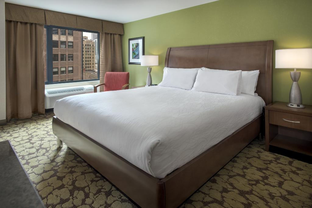 https://www.hotelsbyday.com/_data/default-hotel_image/1/7909/north-loop-2.jpg