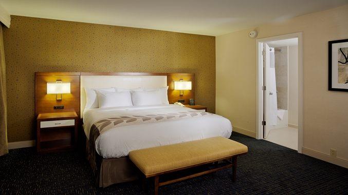 https://www.hotelsbyday.com/_data/default-hotel_image/1/7999/dt-stepressuite002-20-677x380-fittoboxsmalldimension-center.jpg