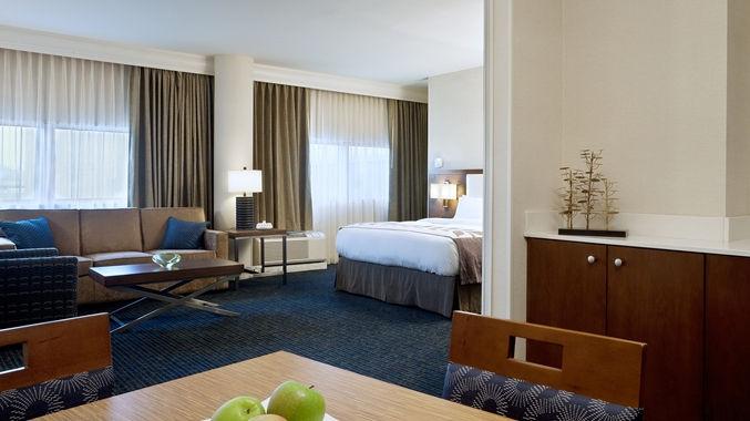 https://www.hotelsbyday.com/_data/default-hotel_image/1/8001/dt-hospitalitysuite01-4-677x380-fittoboxsmalldimension-center.jpg