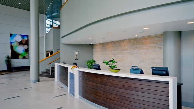 https://www.hotelsbyday.com/_data/default-hotel_image/1/8006/dt-frontdesk001-10-677x380-fittoboxsmalldimension-center.jpg