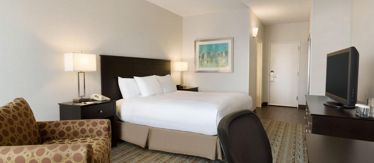 https://www.hotelsbyday.com/_data/default-hotel_image/1/8038/dt-kingchair01-5-1280x560-fittoboxsmalldimension-center.jpg