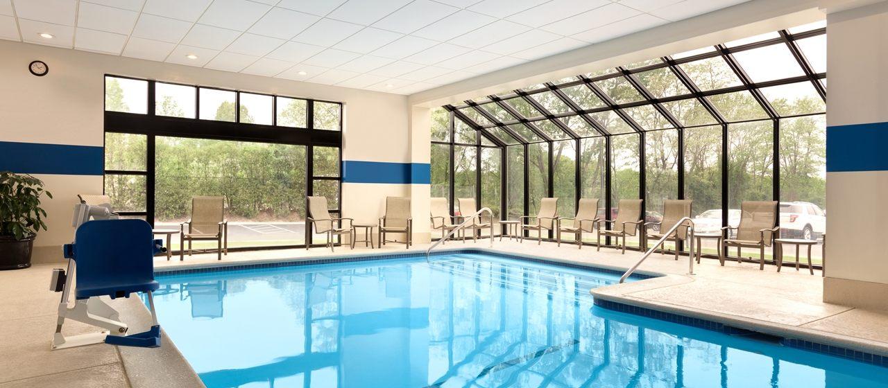 https://www.hotelsbyday.com/_data/default-hotel_image/1/8043/dt-indoorswim01-17-1280x560-fittoboxsmalldimension-center.jpg