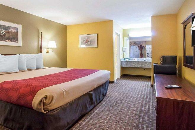 EconoLodge Inn & Suites Murfreesboro