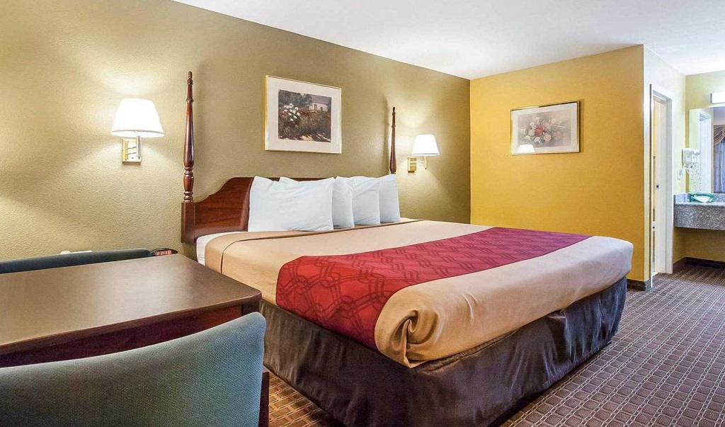 https://www.hotelsbyday.com/_data/default-hotel_image/1/8046/econolodge-murfreesboro-image-guest-rooms.jpg