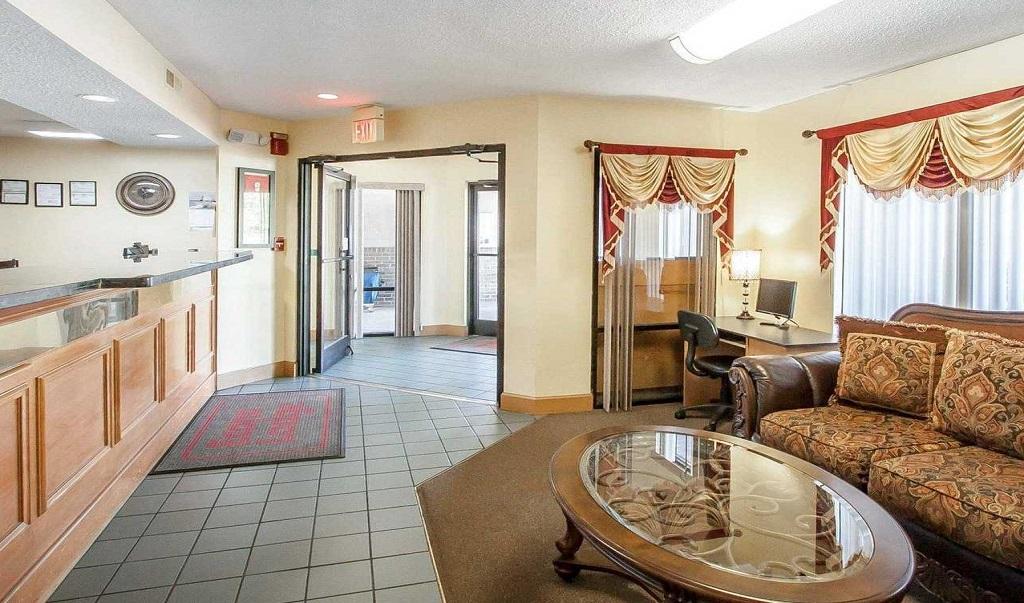 https://www.hotelsbyday.com/_data/default-hotel_image/1/8047/econolodge-murfreesboro-image-lobby-area-3.jpg