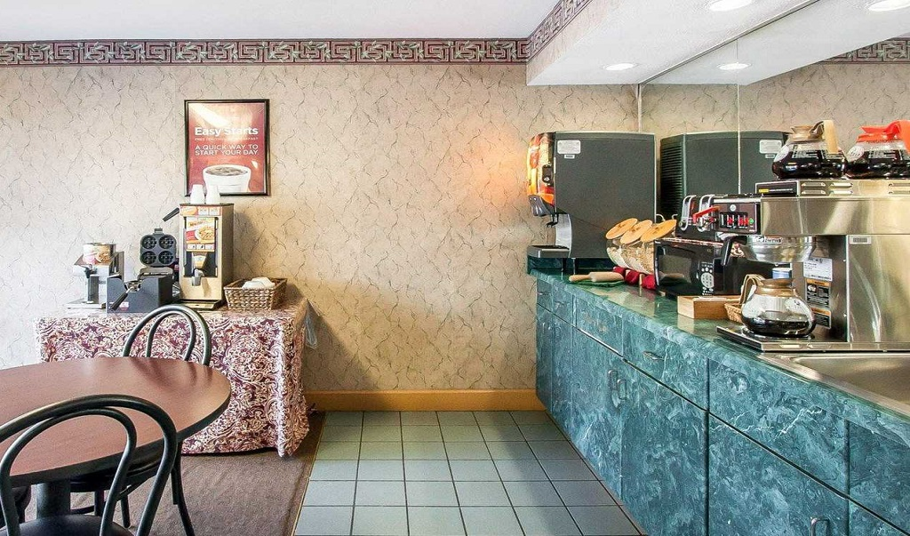 https://www.hotelsbyday.com/_data/default-hotel_image/1/8048/econolodge-murfreesboro-image-breakfast-area.jpg