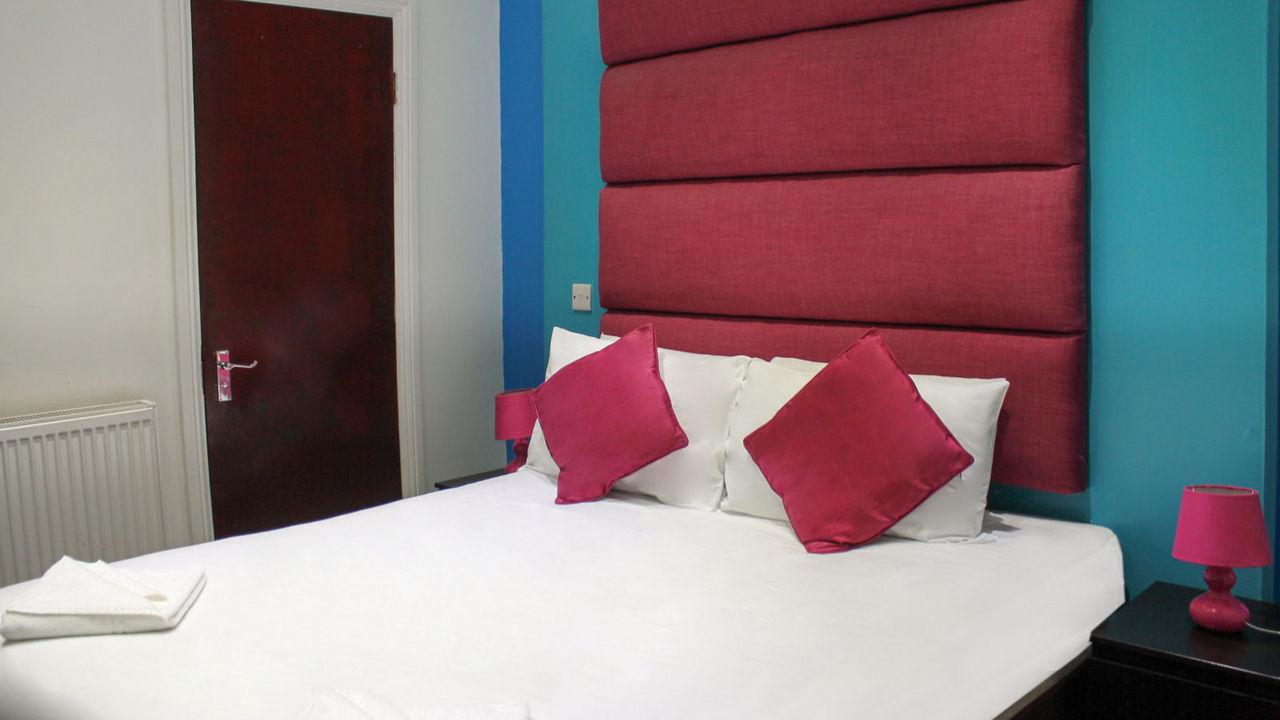 https://www.hotelsbyday.com/_data/default-hotel_image/1/8143/euro-hotel-wembley-gallery13-hotel-wemblay-26.jpg