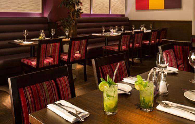 https://www.hotelsbyday.com/_data/default-hotel_image/1/8156/hotel-indigo-london-restaurant.jpg