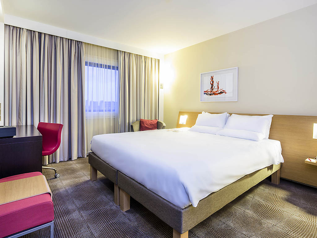 https://www.hotelsbyday.com/_data/default-hotel_image/1/8265/2294-42653.jpg