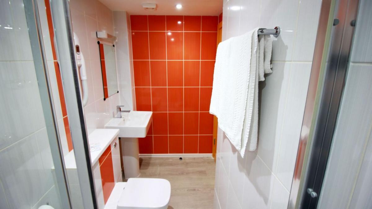 https://www.hotelsbyday.com/_data/default-hotel_image/1/8271/2266-41972.jpg
