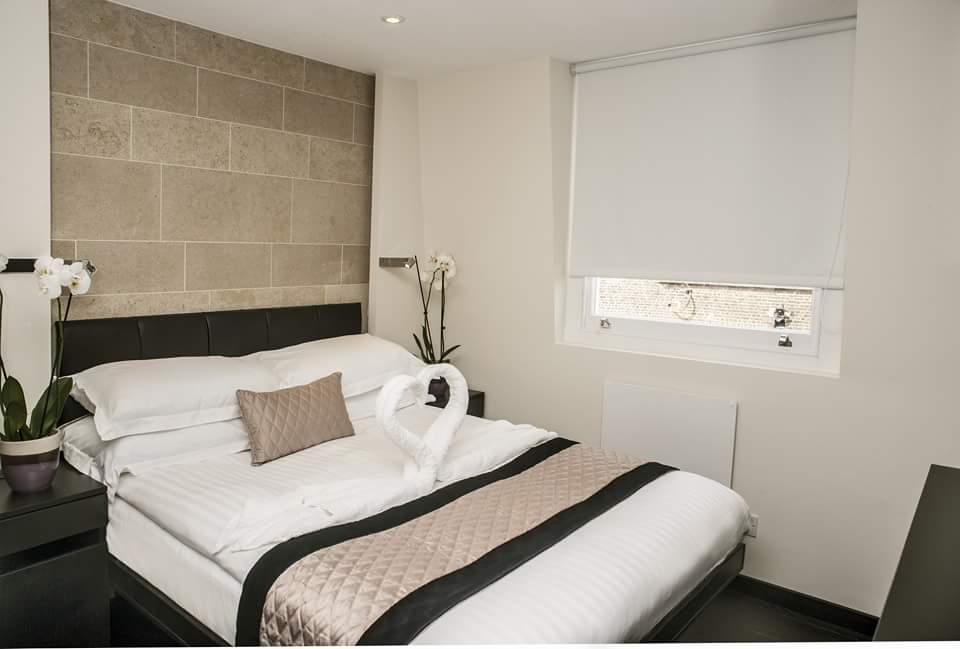 https://www.hotelsbyday.com/_data/default-hotel_image/1/8276/2256-41863.jpg