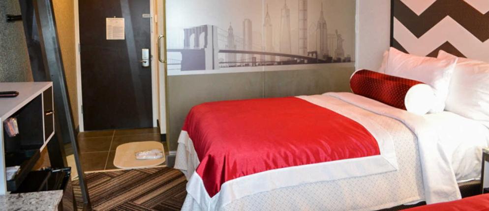 https://www.hotelsbyday.com/_data/default-hotel_image/1/8320/guestroom.jpg