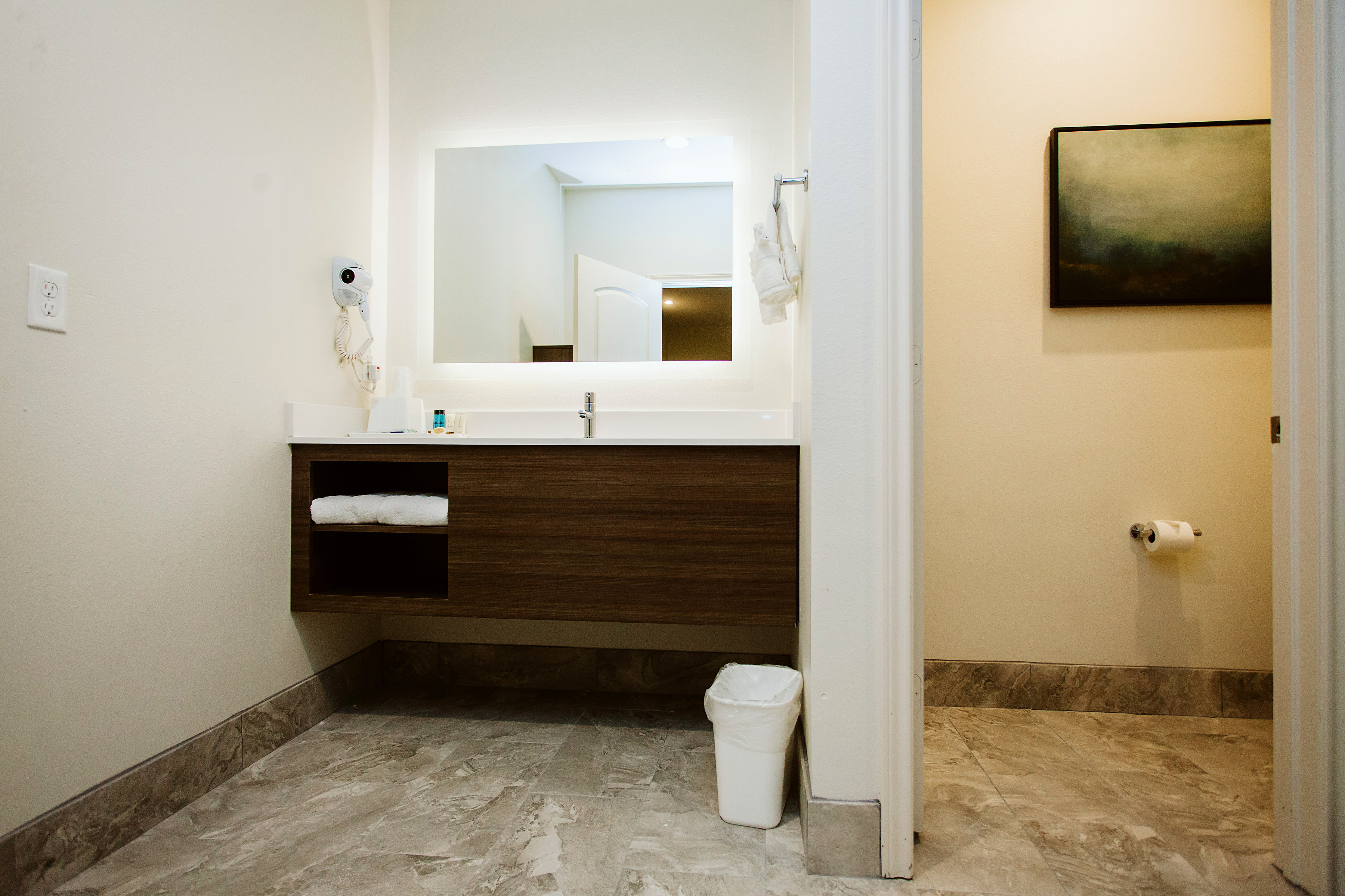 https://www.hotelsbyday.com/_data/default-hotel_image/1/8399/img-3642bw.jpg
