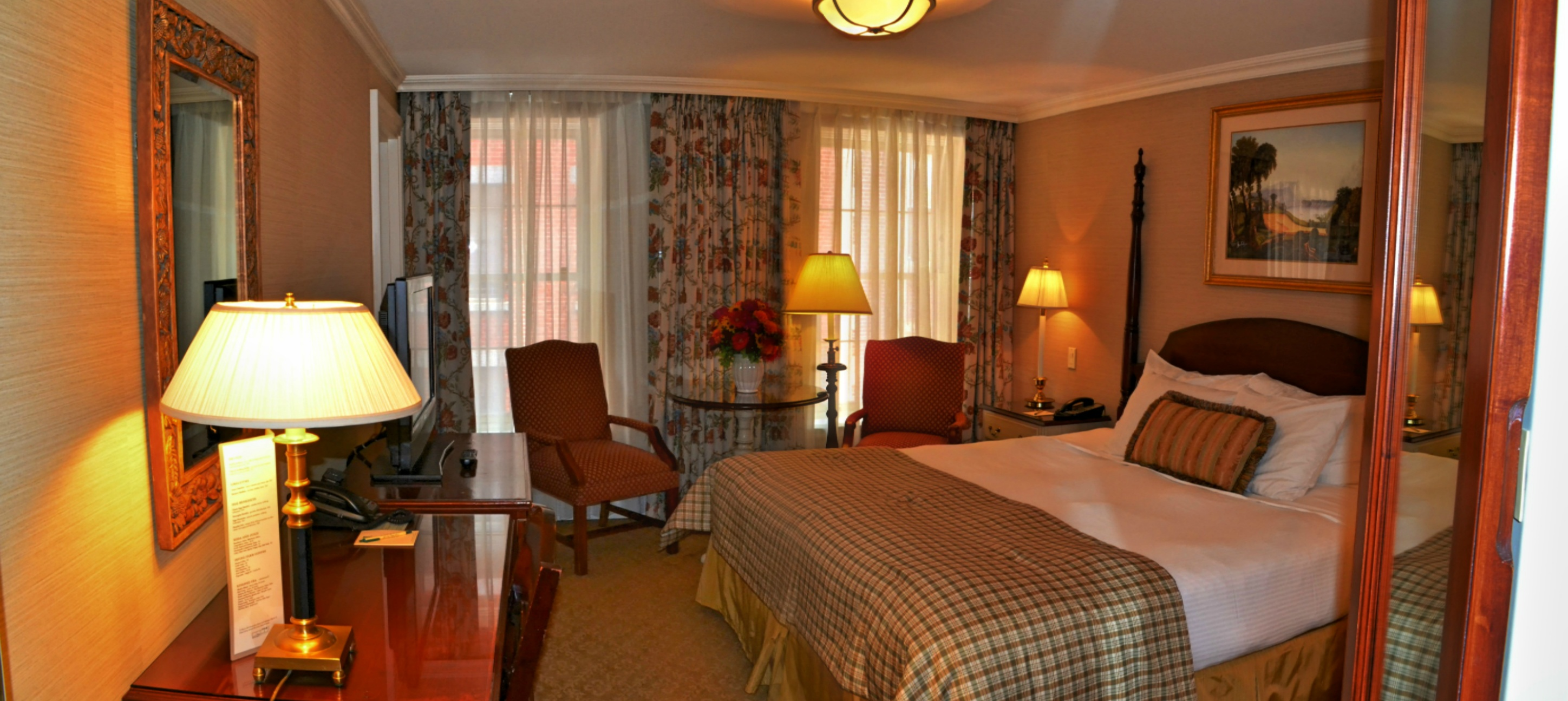 https://www.hotelsbyday.com/_data/default-hotel_image/1/8502/408-hdr-panorama.jpg