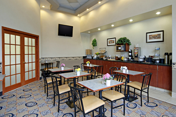 https://www.hotelsbyday.com/_data/default-hotel_image/1/8508/breakfast-room.jpg