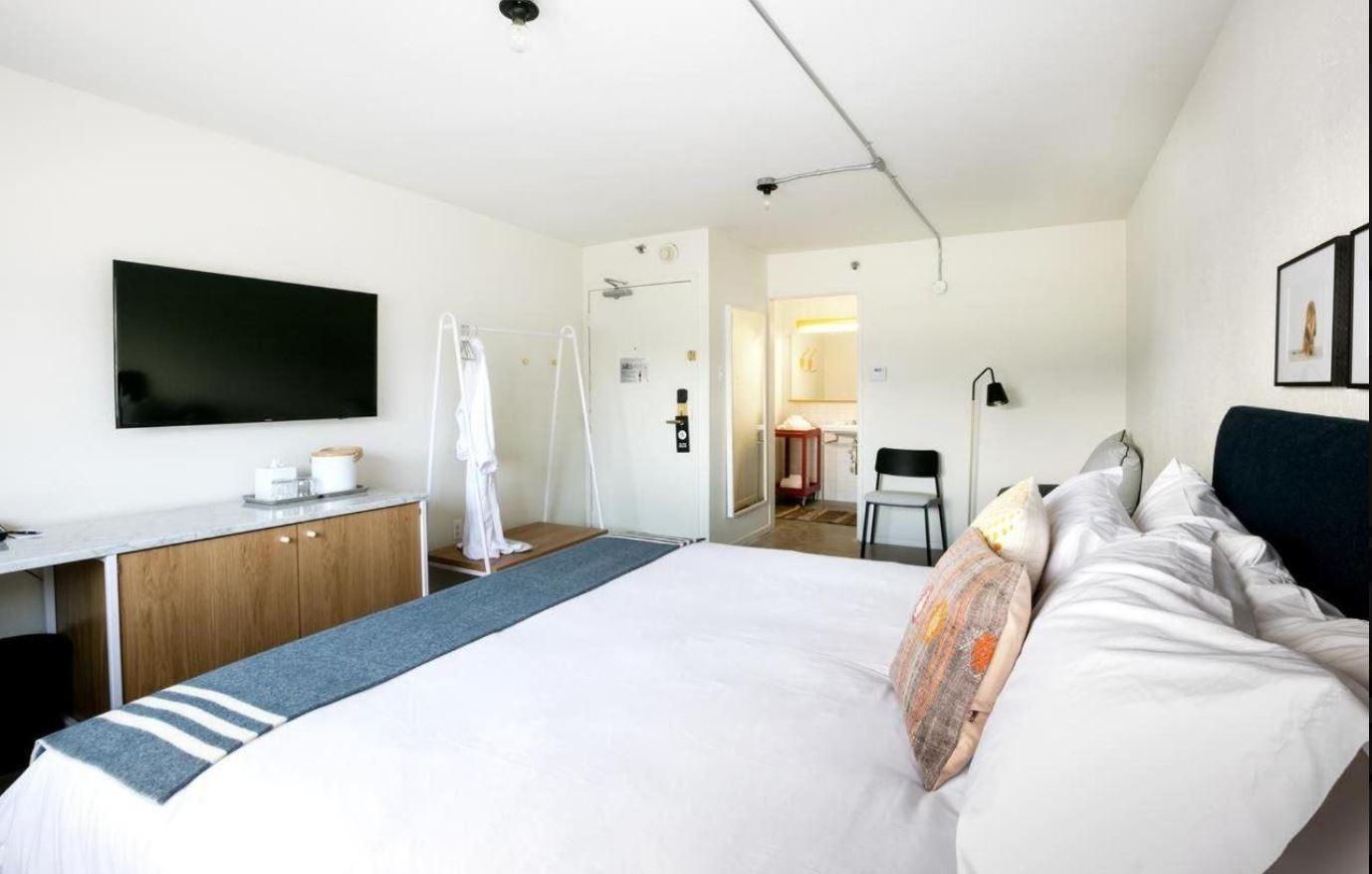 https://www.hotelsbyday.com/_data/default-hotel_image/1/8727/2.jpg