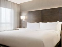 Hotel Embassy Suites By Hilton Toronto Airport image