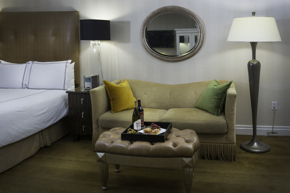 https://www.hotelsbyday.com/_data/default-hotel_image/1/8794/r4.jpg