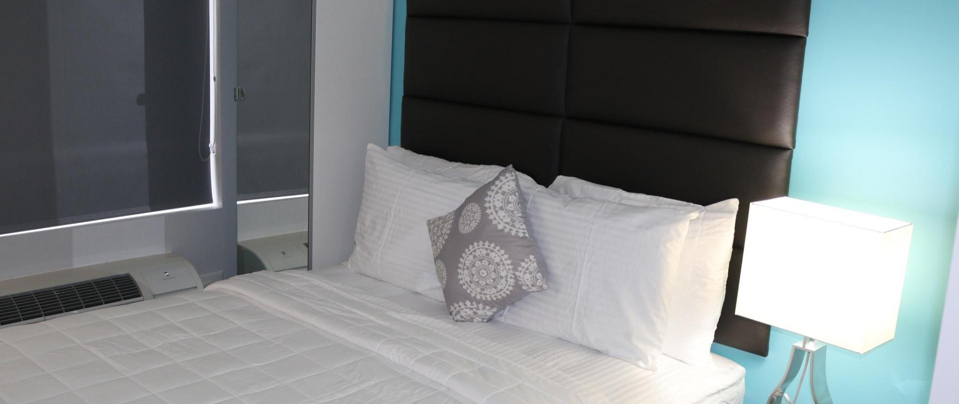 https://www.hotelsbyday.com/_data/default-hotel_image/1/8831/38542181.jpg