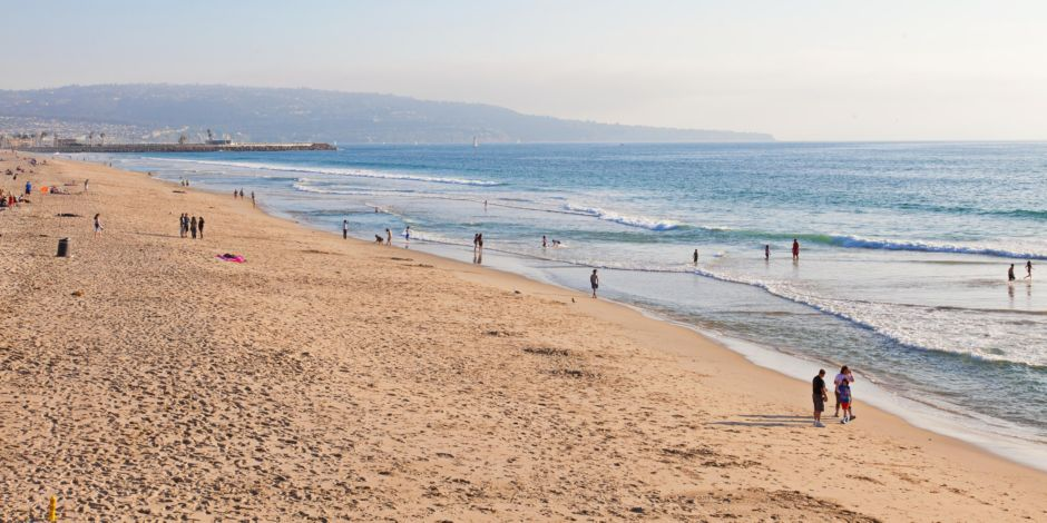 https://www.hotelsbyday.com/_data/default-hotel_image/1/8940/holiday-inn-express-and-suites-hermosa-beach-4020450482-2x1.jpeg