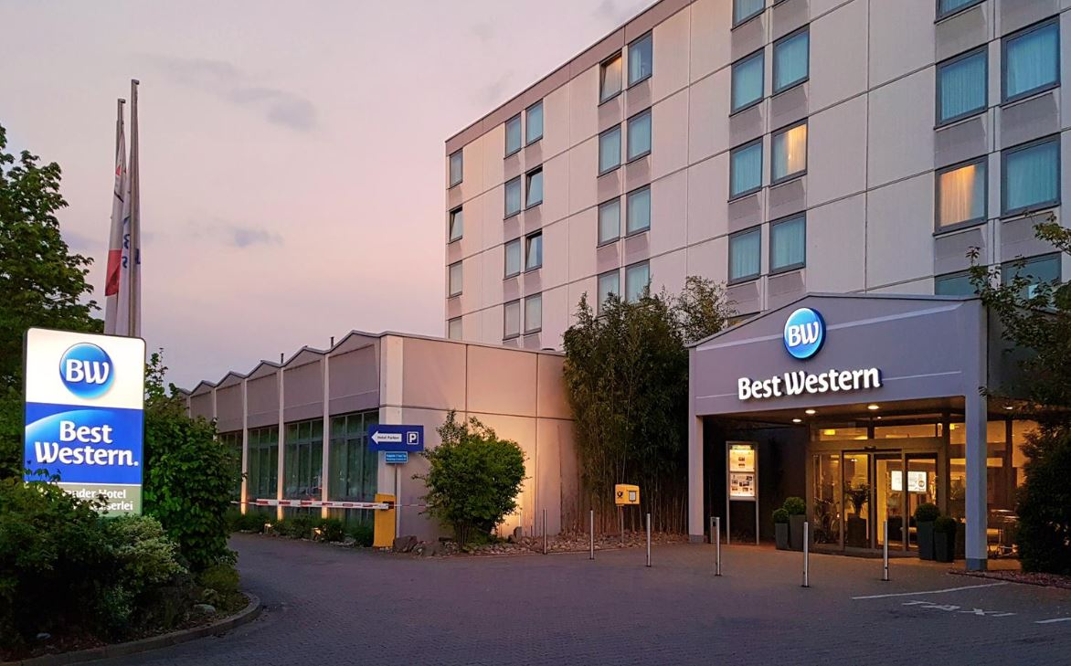 https://www.hotelsbyday.com/_data/default-hotel_image/1/8952/10.jpg