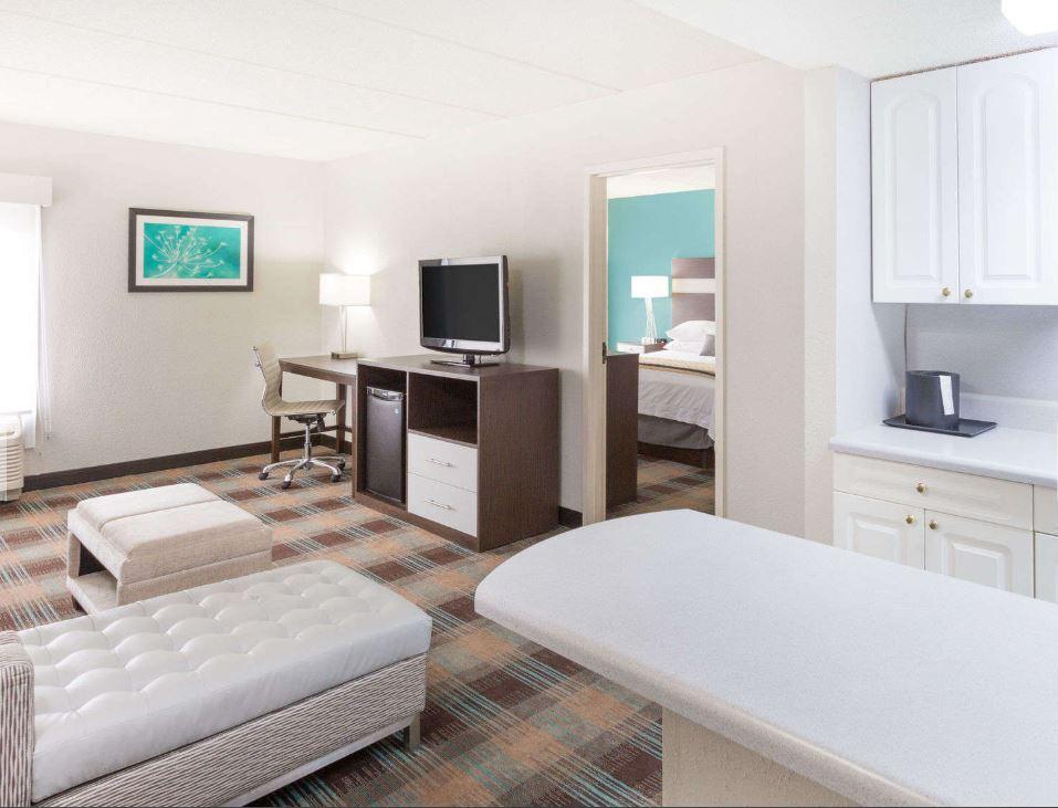 https://www.hotelsbyday.com/_data/default-hotel_image/1/8965/4.jpg