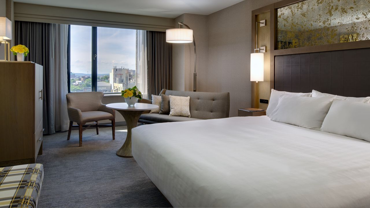 https://www.hotelsbyday.com/_data/default-hotel_image/1/8985/hyatt-regency-boston-p146-renovated-king-guestroom-view-adapt-16x9-1280-720.jpg