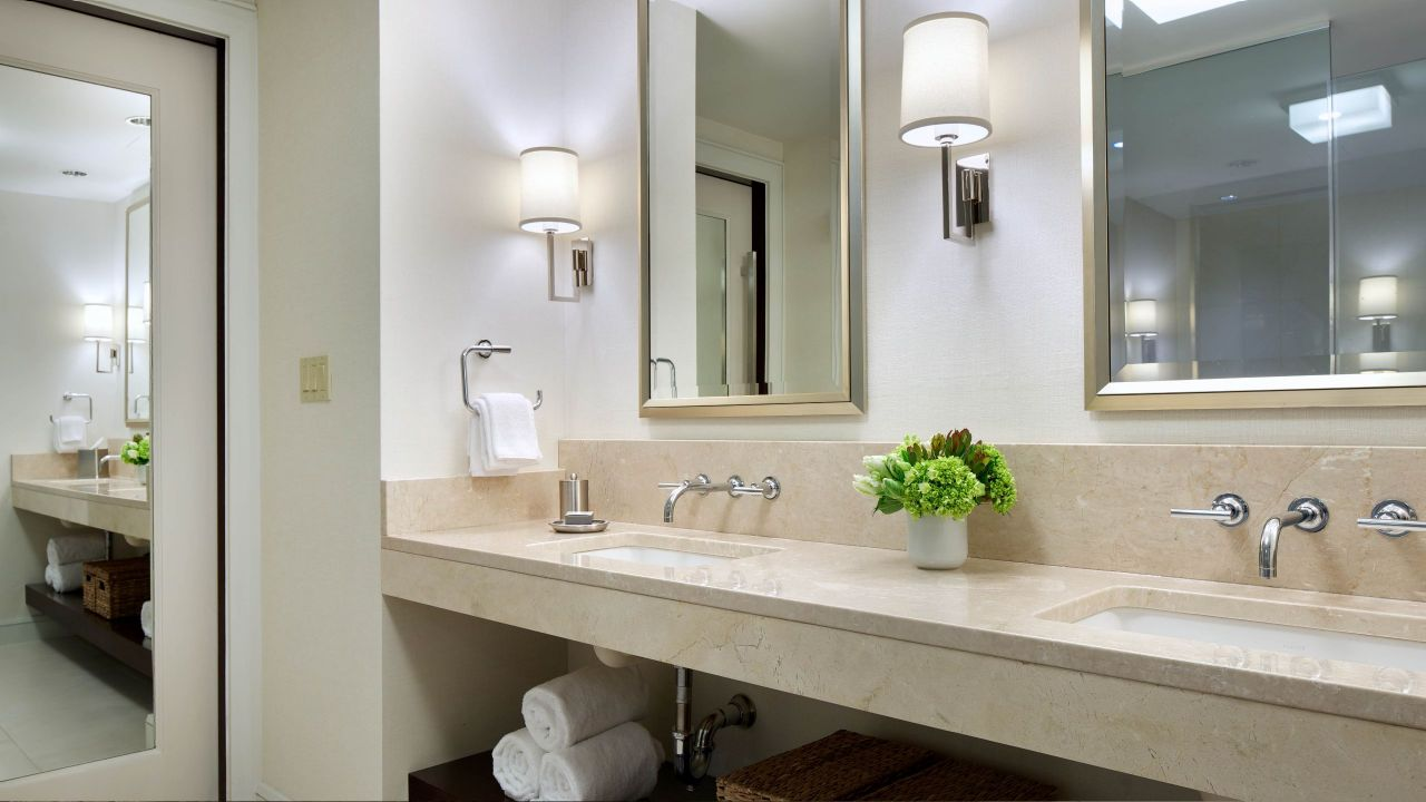 https://www.hotelsbyday.com/_data/default-hotel_image/1/8987/bosto-p119-commonwealth-suite-bathroom-adapt-16x9-1280-720.jpg