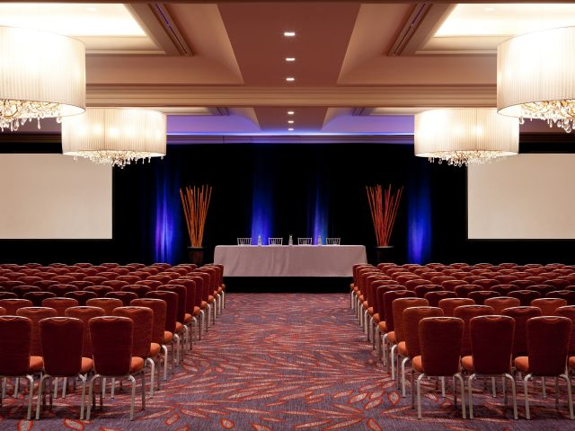 https://www.hotelsbyday.com/_data/default-hotel_image/1/8989/hyatt-regency-boston-p027-ballroom-theater-adapt-4x3-640-480.jpg